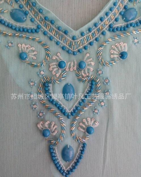 手工钉珠的优点体现在服饰上